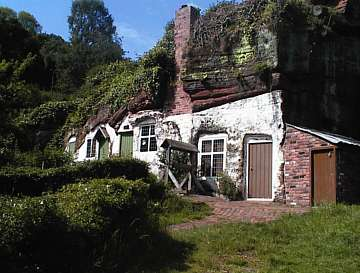 Kinver Cave Houses: www.stourbridge.com/kinvcave.htm